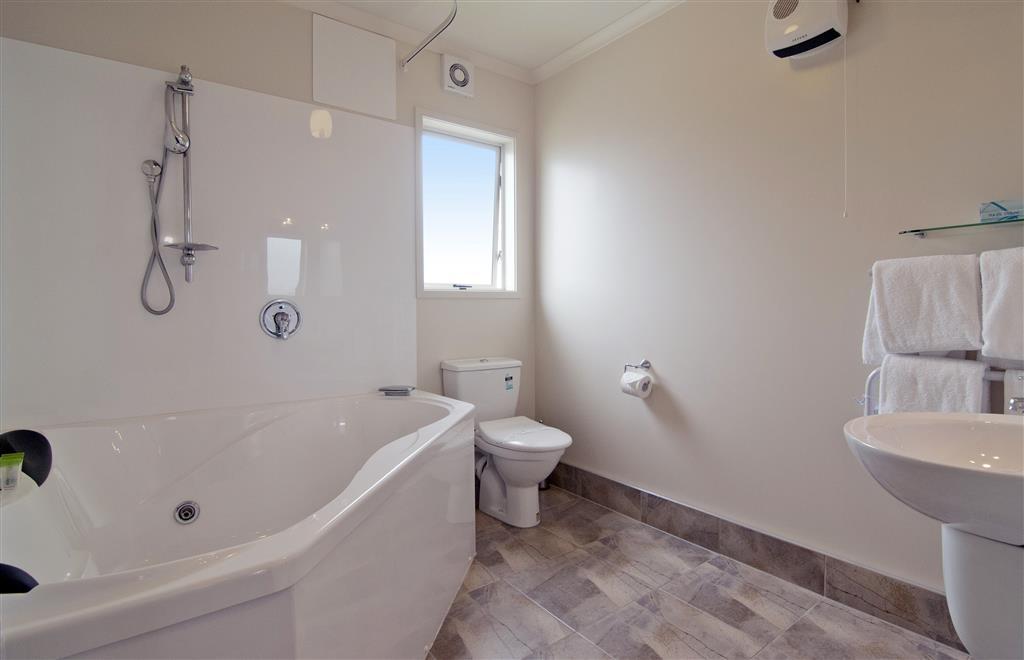 Best Western BK's Pioneer Motor Lodge - Spa Bathroom