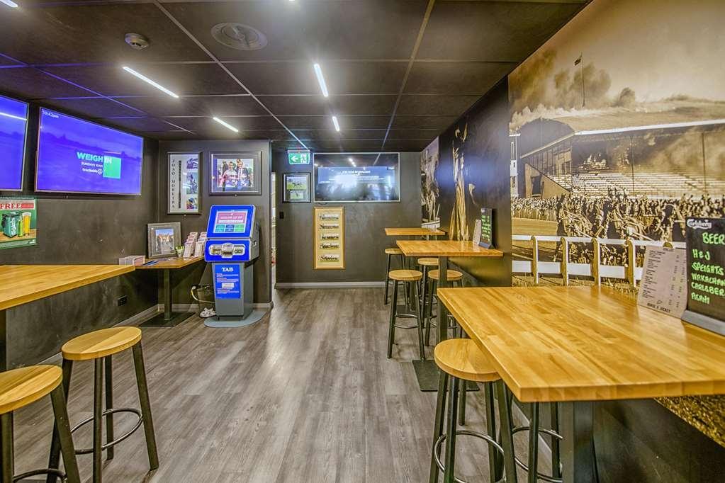 Best Western Alpine Hotel - Bar / Lounge