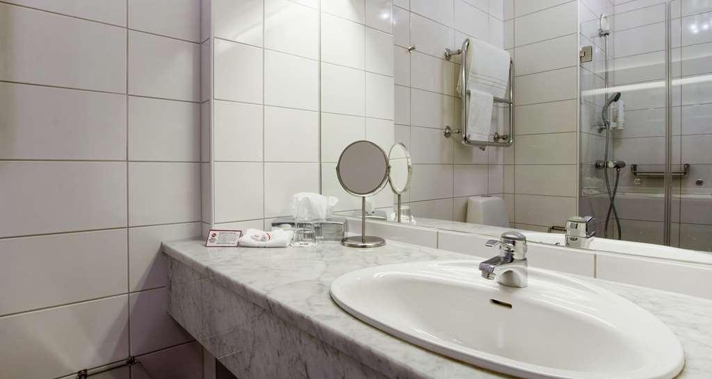 Best Western Plus Vasterviks Stadshotell - Double Room Bathroom, Best Western Plus Västerviks Stadshotell