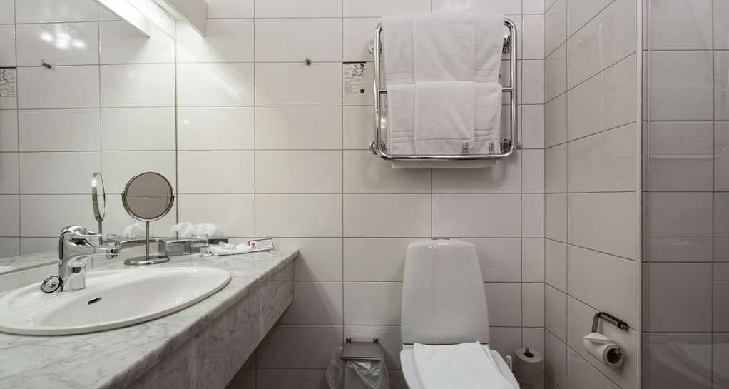 Best Western Plus Vasterviks Stadshotell - Family Room Bathroom, Best Western Plus Västerviks Stadshotell