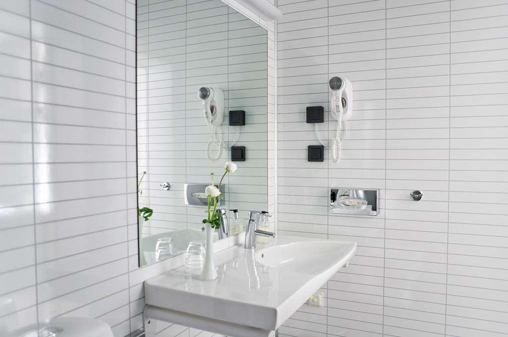 Best Western Hotel Baltic - Guest Bathroom