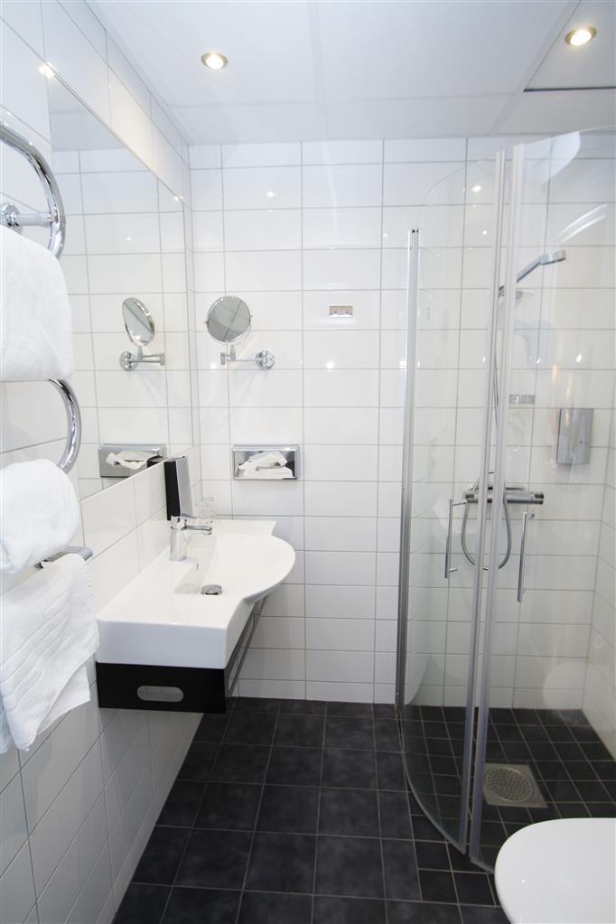 Best Western Hotel Corallen - Businessroom Bathroom