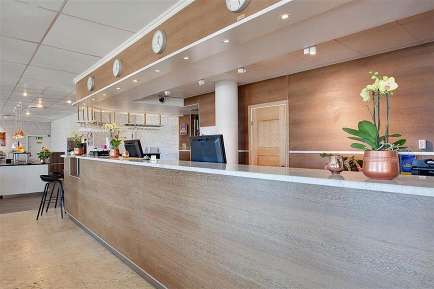Best Western Capital Hotel - Vestíbulo