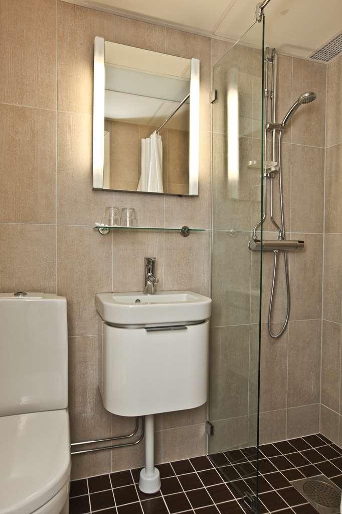 Best Western Kom Hotel Stockholm - Cabin Room Bathroom