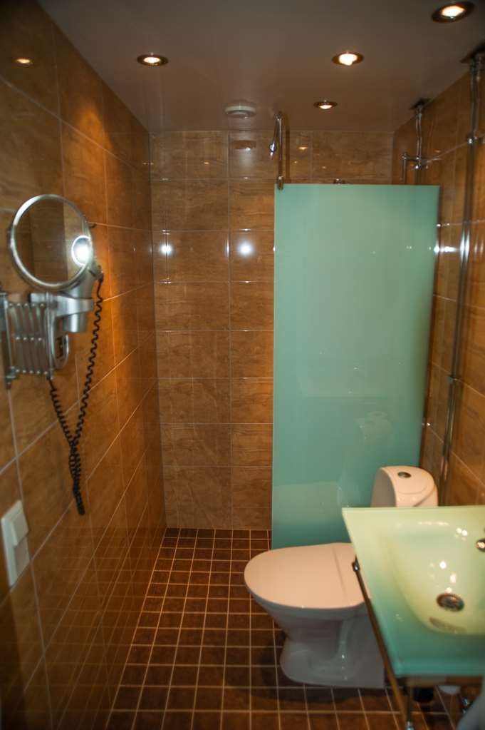 Best Western Hotel Bentleys - Guest Bathroom