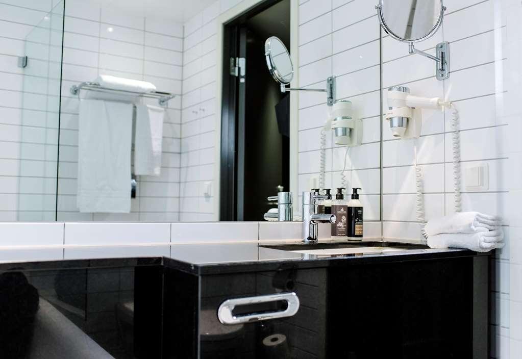 Best Western Plus Sthlm Bromma - Guestroom Bathroom