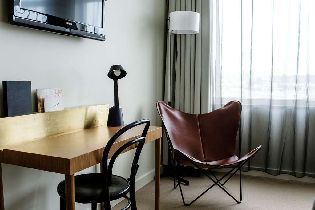 Best Western Plus Sthlm Bromma - Desk and chair