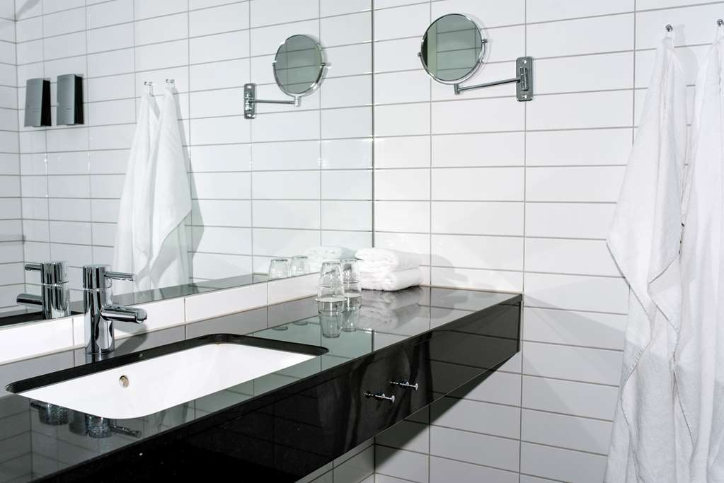 Best Western Plus Sthlm Bromma - Bathroom