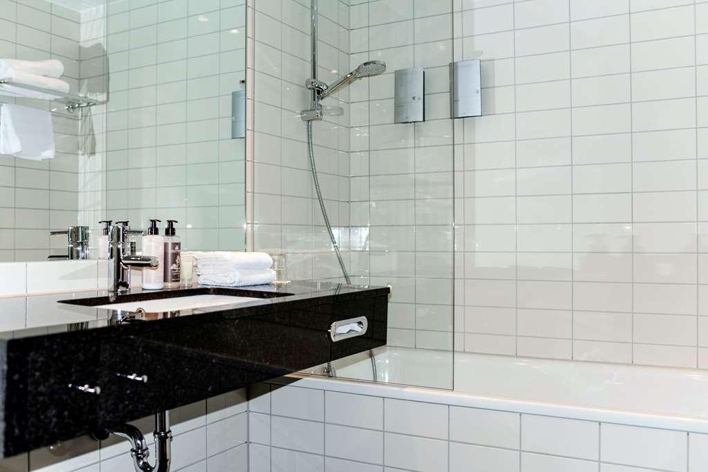 Best Western Plus Sthlm Bromma - Standard Two Twin Bed Bathroom