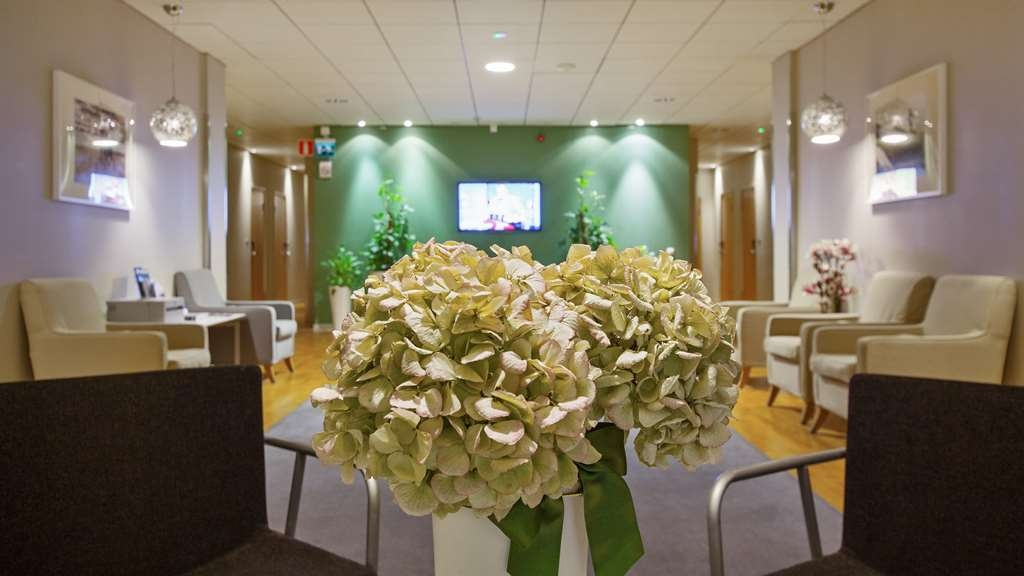 Best Western Hotel Danderyd - Relax in our lobby after a day at work.