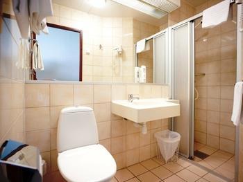 Best Western Ta Inn Hotel - Guest Bathroom