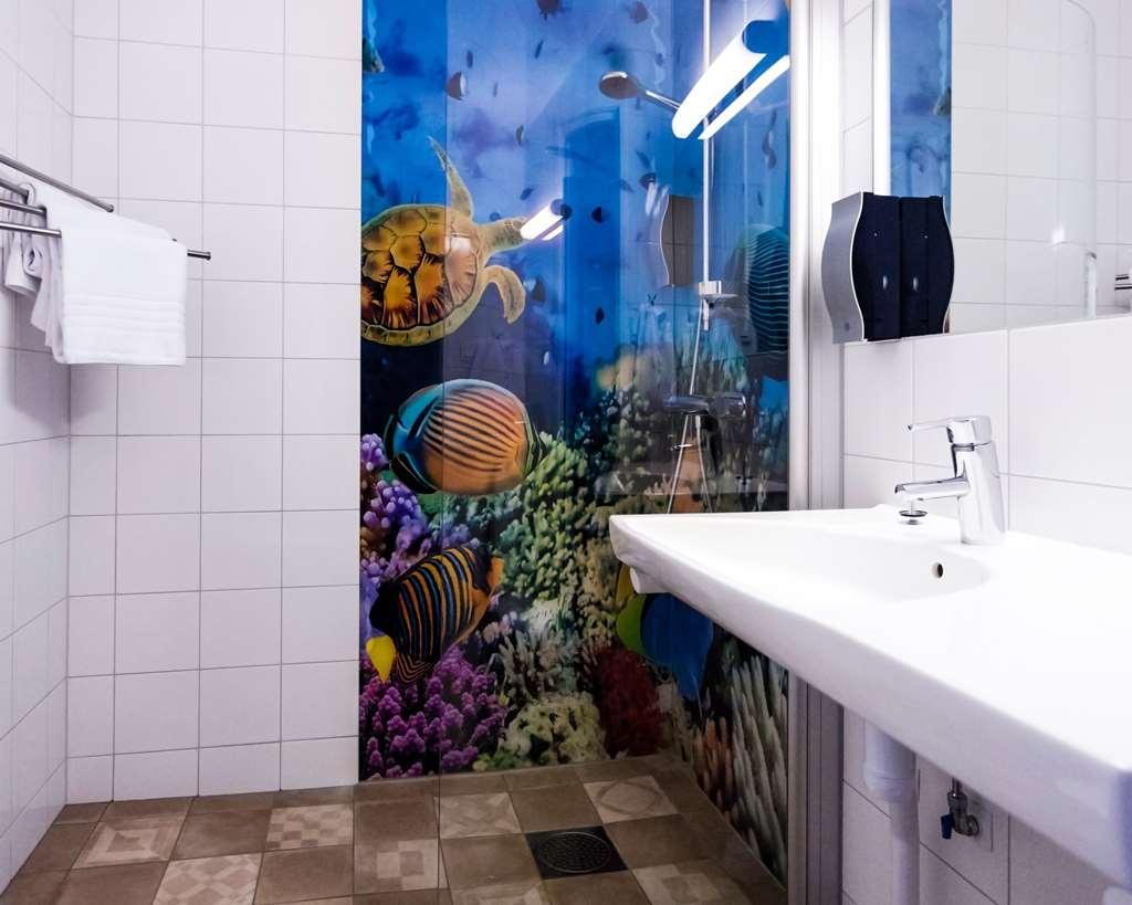Best Western Hotell Karlshamn - Superior bathroom with unique shower.