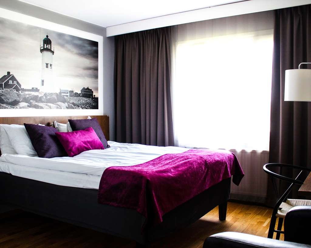 Best Western Hotell Karlshamn - Standard queen bed for two with one wall bed for two.
