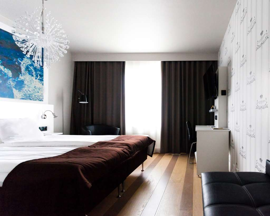 Best Western Hotell Karlshamn - Superior double room with adjustable bed, exclusive coffee maker, slippers and bathrobe.
