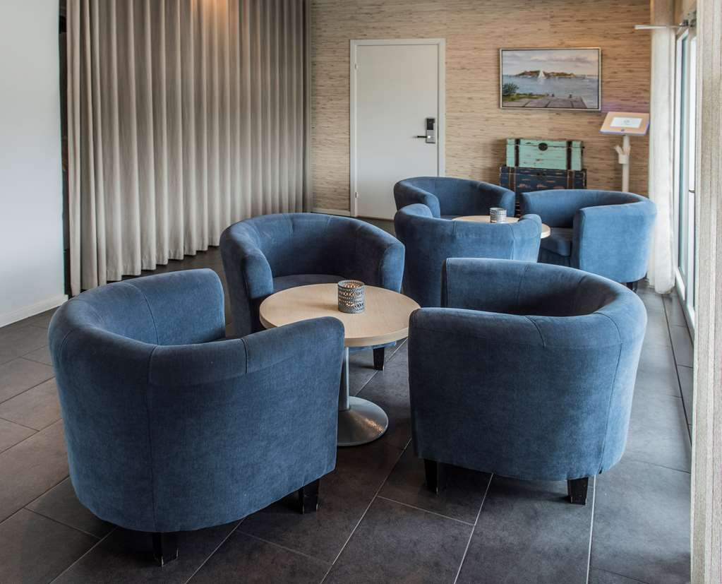 Best Western Hotell Karlshamn - Lobby area next to the reception.