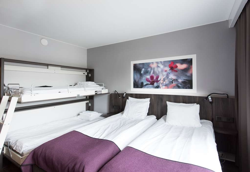 Best Western Hotell Karlshamn - Standard queen bed for two with one wall bed for two persons
