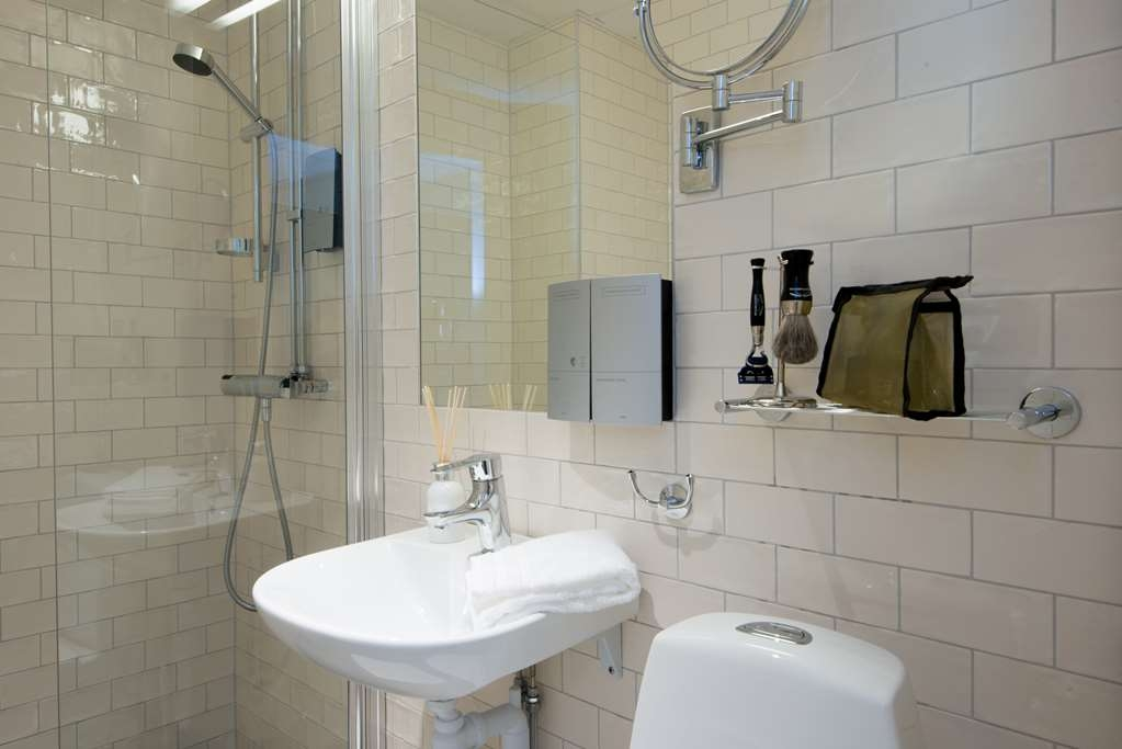 Best Western Plus Park Airport Hotel - All bathroom are newly renovated.