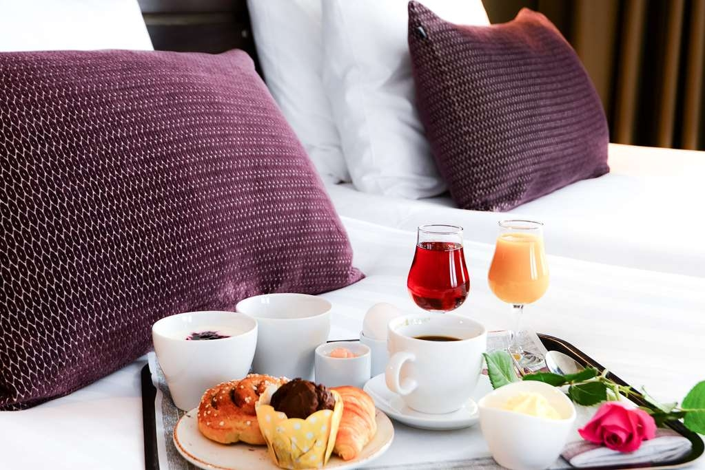 Best Western Plus Park Airport Hotel - We offer our guests breakfast roomservice.