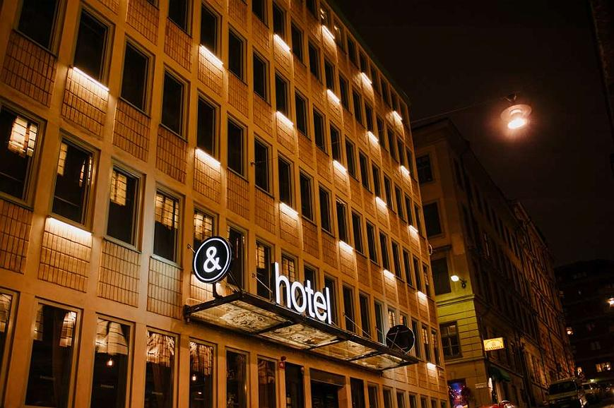 Best Western and hotel - Hotel Exterior by night