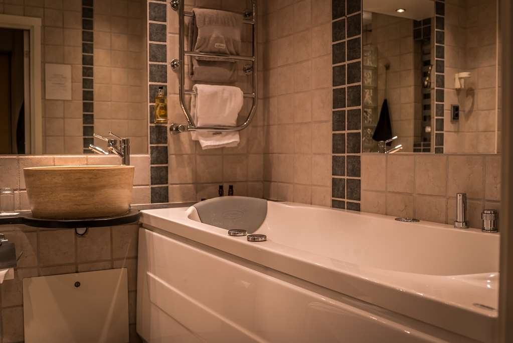 V Hotel Helsingborg, BW Premier Collection - A premium bathroom can look like this!