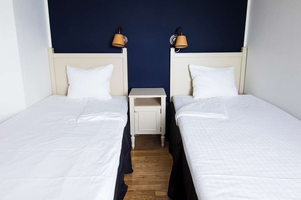Best Western Eurostop Orebro - Twin room with two single 90 cm beds and a bunk bed. Suitable for up to four people.