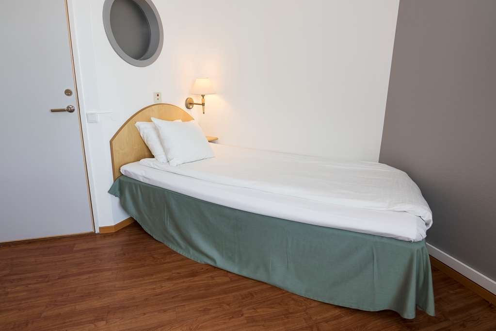 Best Western Eurostop Orebro - Accessible room with a single bed and a bunk bed. Suitable for up to three people.