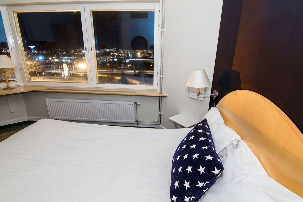 Best Western Eurostop Orebro - Double room with a 140 cm double bed.