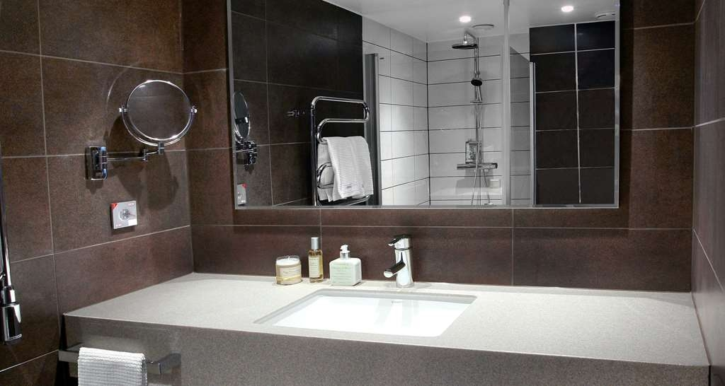 Best Western Plus Waterfront Hotel - Baño