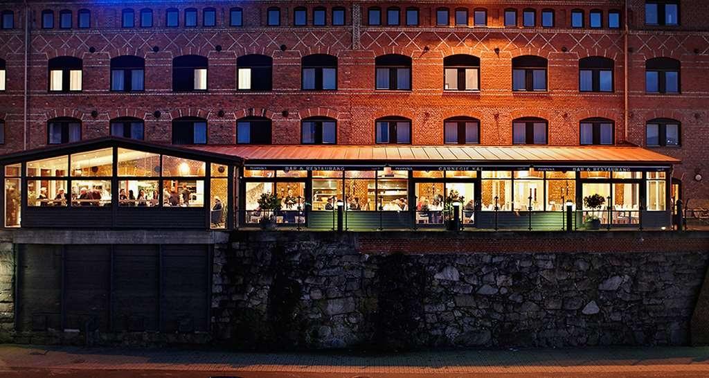 Best Western Plus Waterfront Hotel - Restaurant Outside