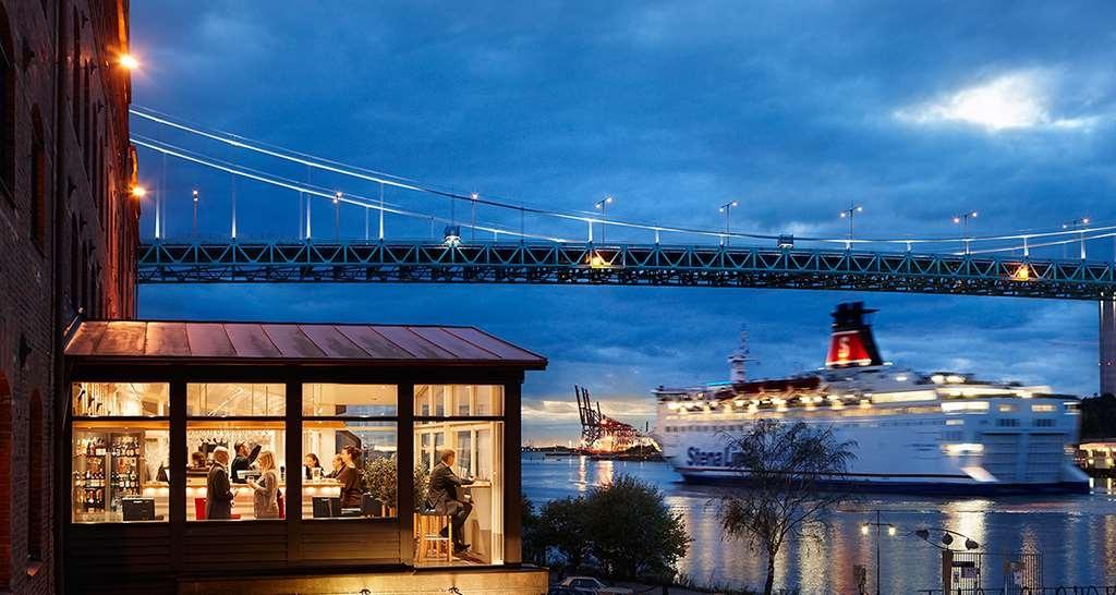 Best Western Plus Waterfront Hotel - Bar Outside