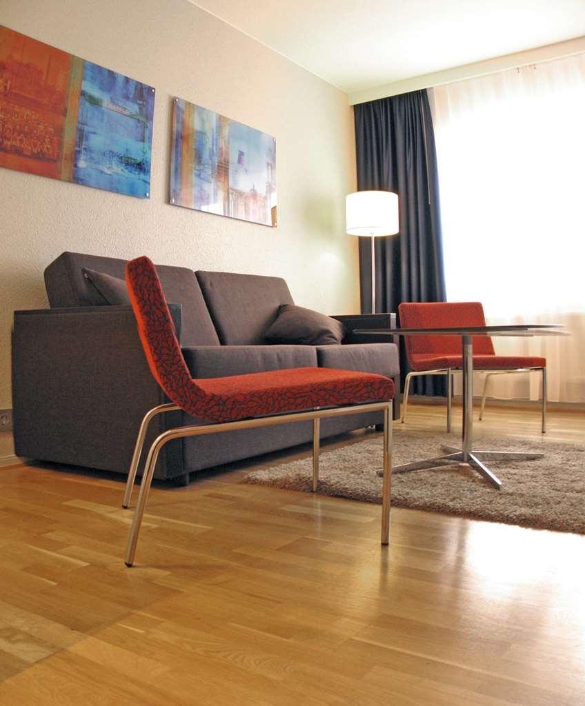 Best Western Plus Waterfront Hotel - Suite Living Area