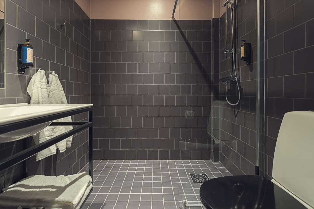 Best Western Plus Hus 57 - Guest room bath