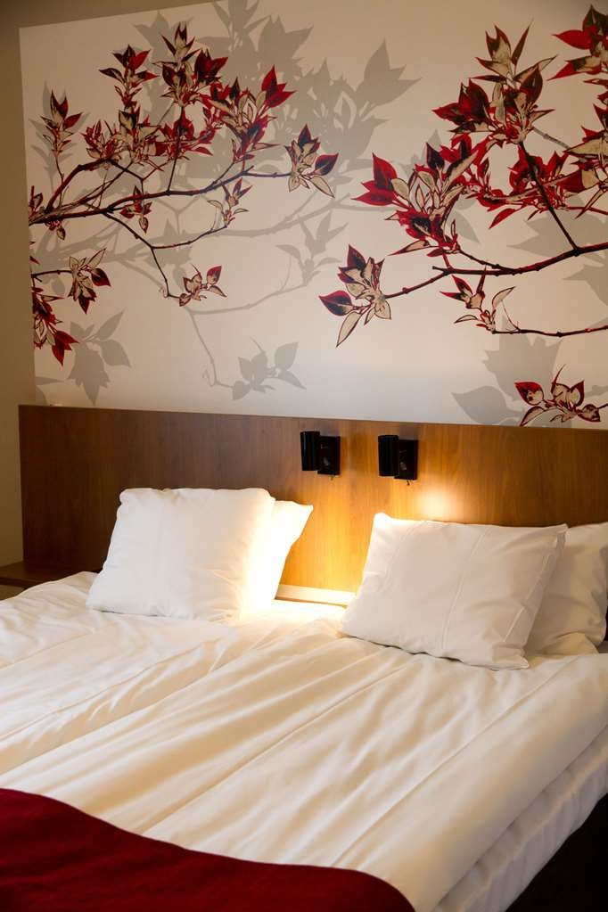 Best Western Hotel Statt Katrineholm - Our standard room has two beds each measuring 90 meters so that can easily be separated to twin beds or kept as one double size bed.