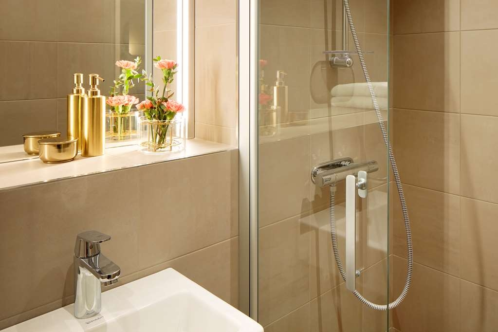 Best Western Plus Grow Hotel - Bath room