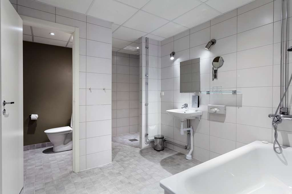 Best Western Stockholm Jarva - Bathroom in the Suite with One Queen Size Bed and Separate Living Room