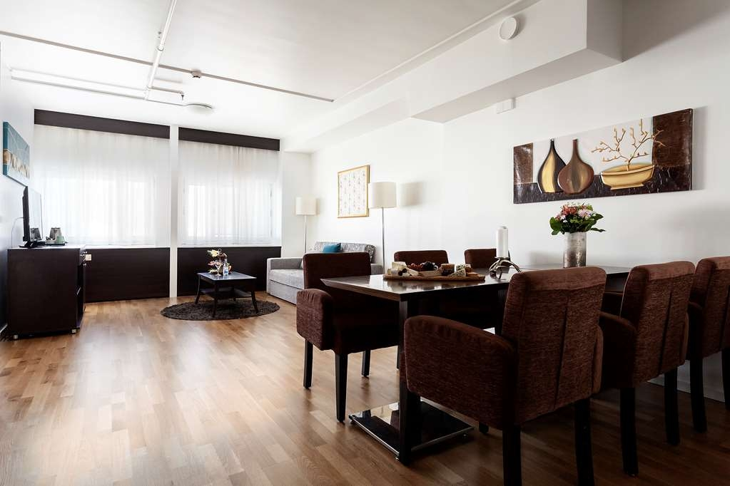 Best Western Stockholm Jarva - Living and Dining Area in the Suite