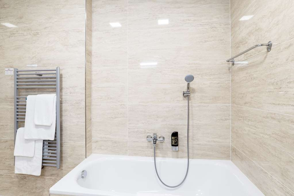 Best Western Plus Hotel Meteor Plaza - Guest room bath
