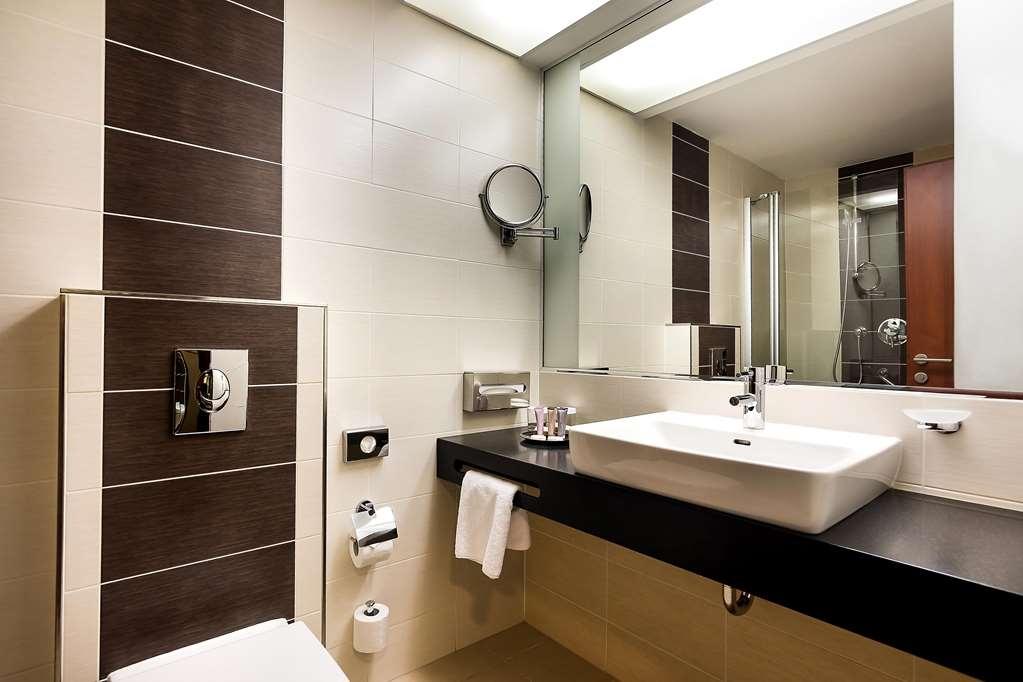 Best Western Premier Hotel International - Guest room bath