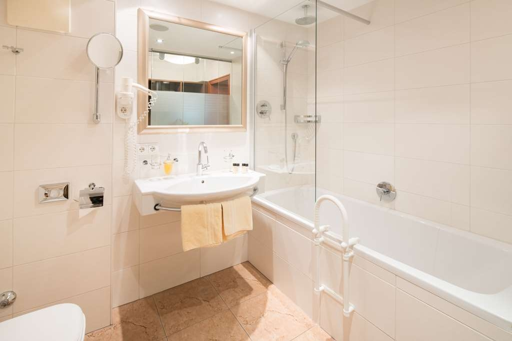 Best Western Plus Hotel Goldener Adler - bath
