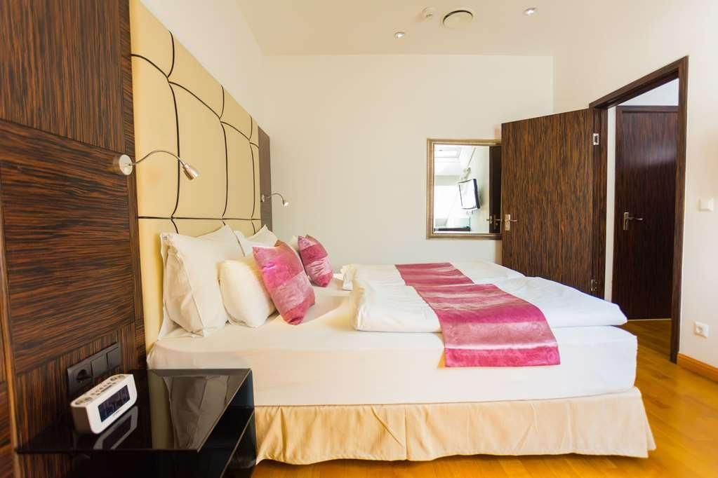 Best Western Plus Hotel Arcadia - guest room