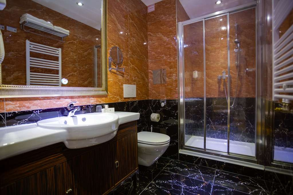 Best Western Plus Hotel Arcadia - guest room bath