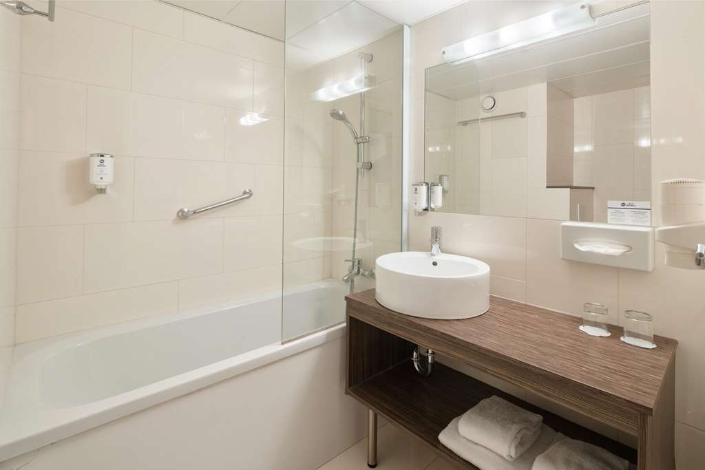 Best Western Smart Hotel - guest room bath