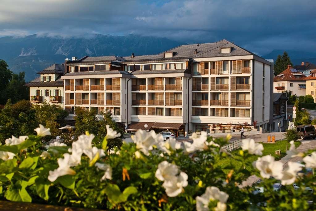 Best Western Premier Hotel Lovec - Facciata dell'albergo