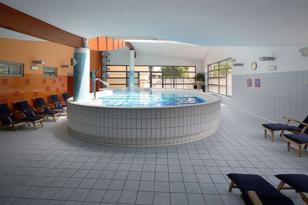 Best Western Premier Hotel Lovec - Vista de la piscina