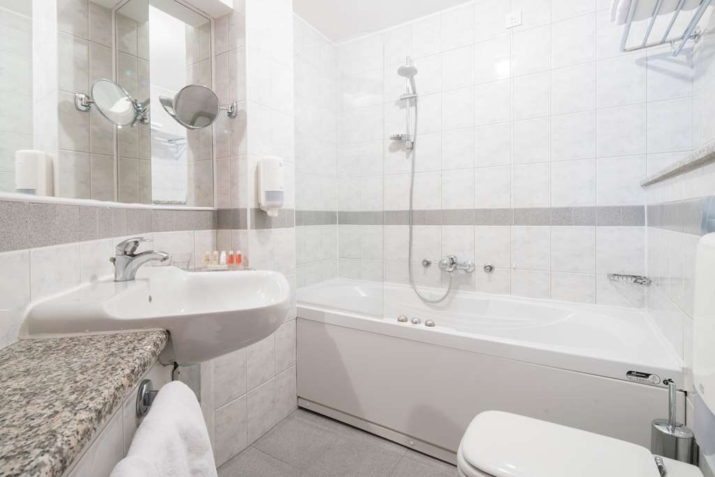Best Western Hotel Kranjska Gora - Guest room bath