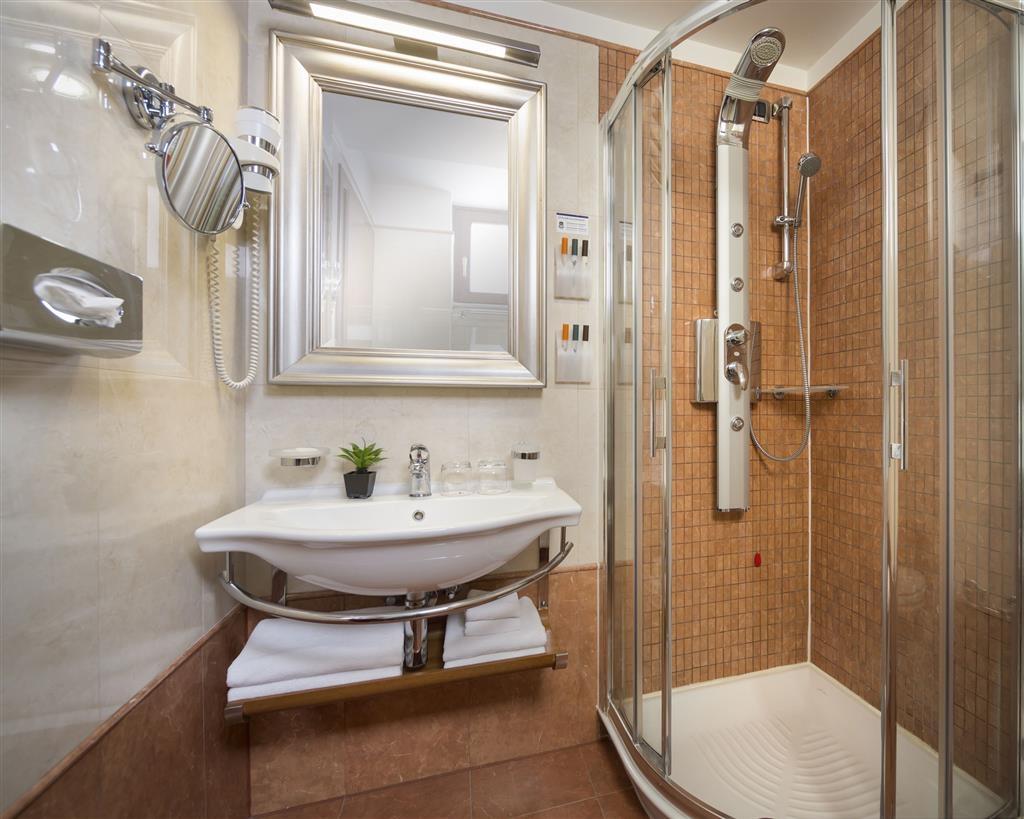 Best Western Premier Hotel Astoria - Badezimmer