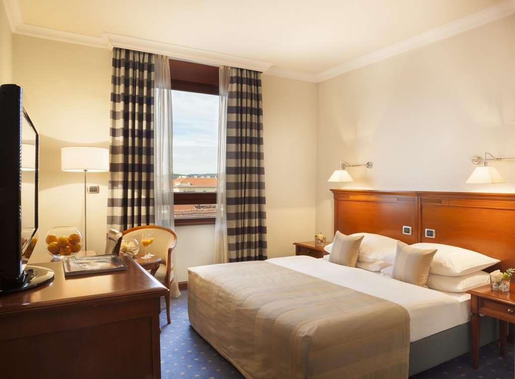 Best Western Premier Hotel Astoria - Habitaciones/Alojamientos