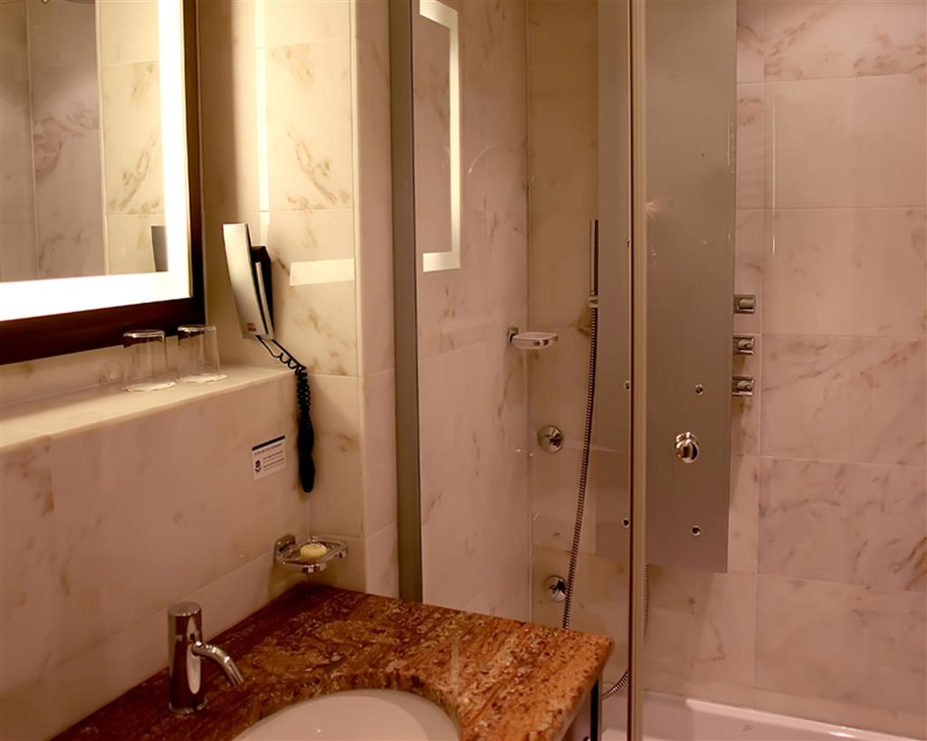 Best Western Premier Montenegro - Bathroom
