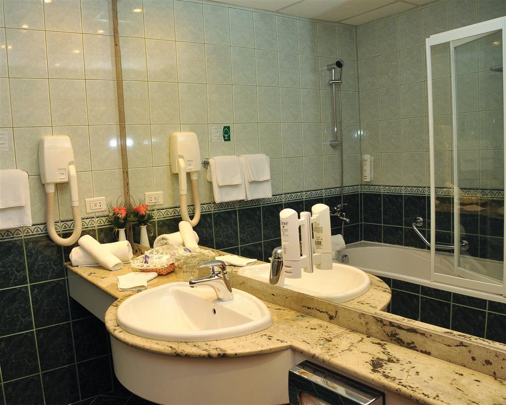 Best Western Hotel Turist - Bagno della camera per gli ospiti