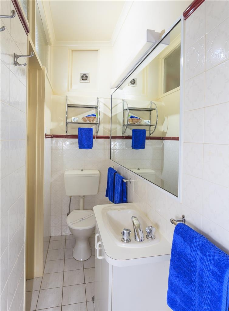 Best Western Motel Farrington - Standard Studio Bathroom